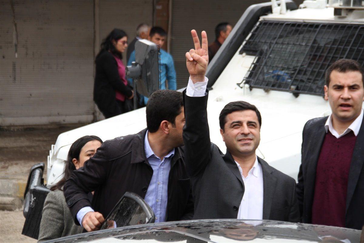 En mars dernier déjà, Selahattin Demirtas avait été interpellé par la police, à Cizre (photo publiée par le site halkizbiz.com)