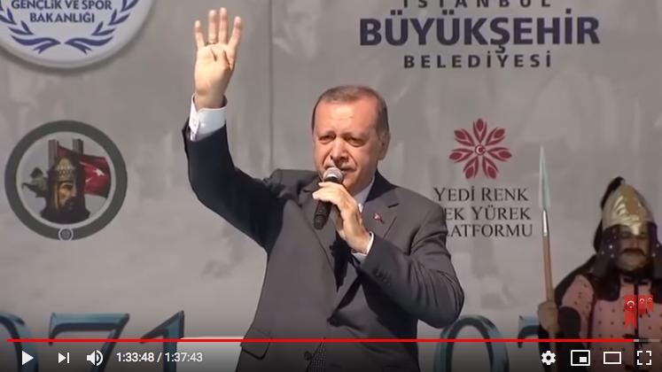 "Erdogan demande à la foule de clamer le slogan ""Rabia!"""