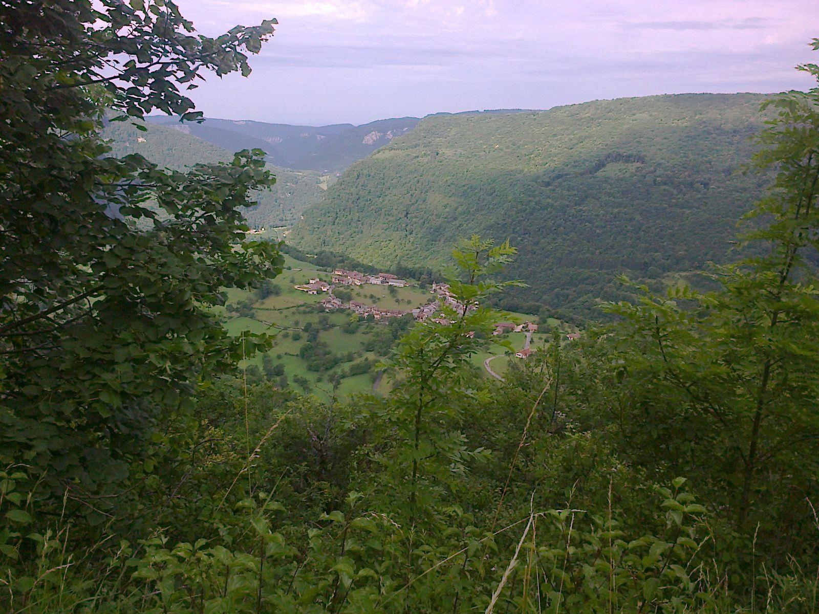 Le village particulier d'ONCIEU, un village en boucle