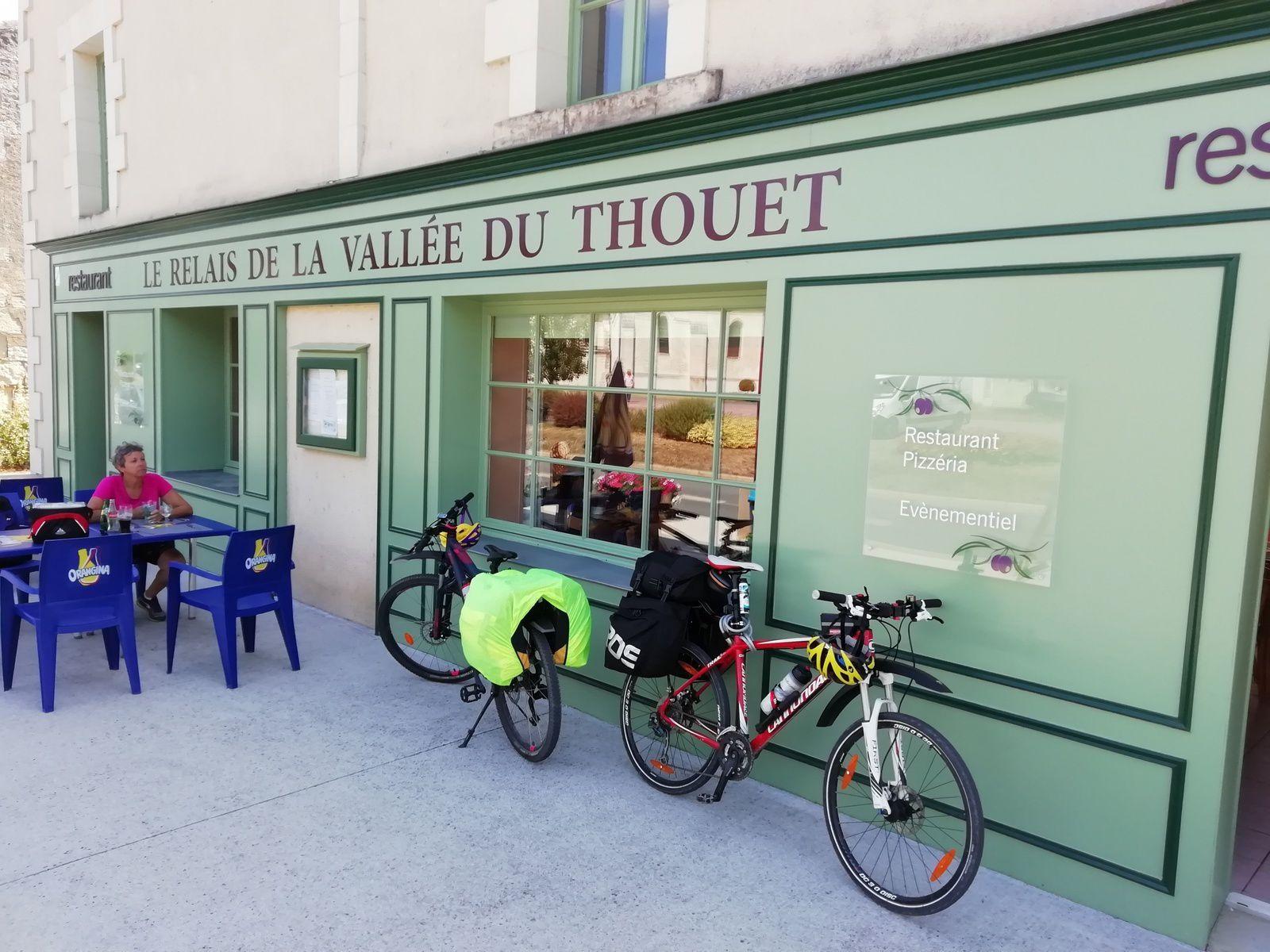 Pause repas à Saint-Martin-de-Sanzay
