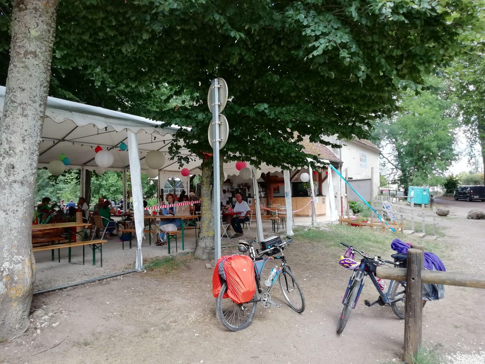 Pause casse-croûte à Coulanges-sur-Yonne