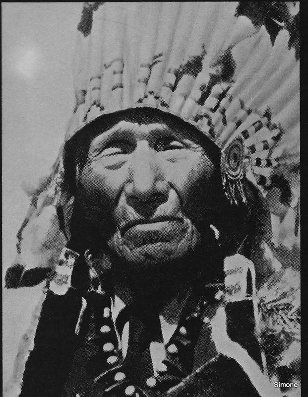 """Cette photo de l'authentique Elan Noir est tiré du livre """"Elan Noir, mémoires d'un Sioux"""" de J. Neidhart"""