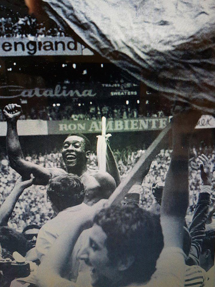 Pelé, une gloire mondiale du football.