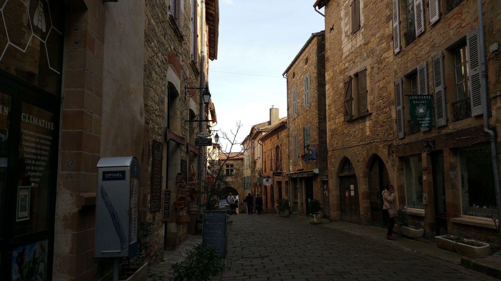 Cordes sur Ciel, le plus beau village de France une photo avec Paul QUILES, son maire.