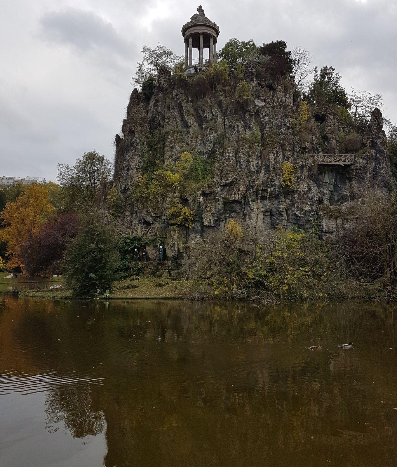 «Le Parc des Buttes-Chaumont à Paris : entre tragédie et ravissement», par M. Amadou Bal BA, http://baamadou.over-blog.fr/