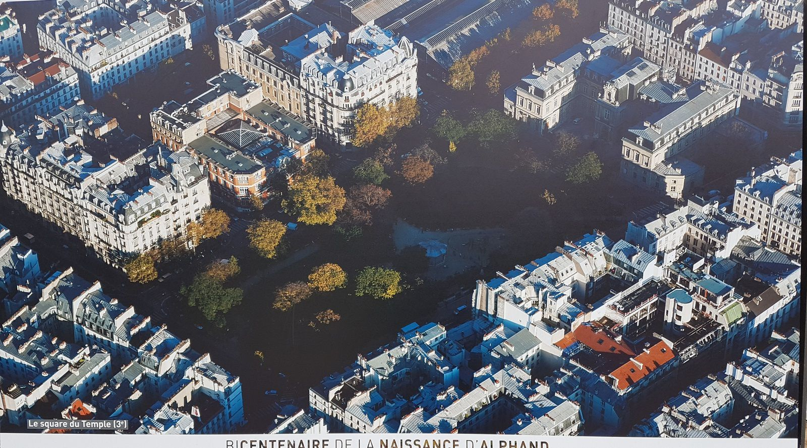 Le merveilleux parc des Buttes-Chaumont, à Paris 19ème.