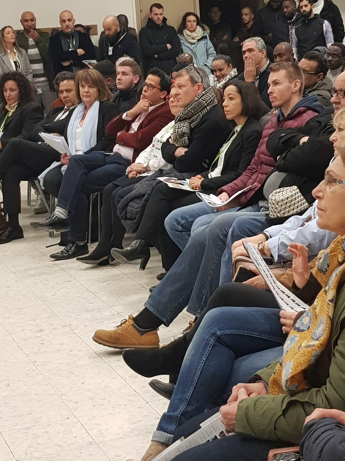 «Mme Agnès ETENDART présente la liste Agir aux Mureaux» par Amadou Bal BA - http://baamadou.over-blog.fr/