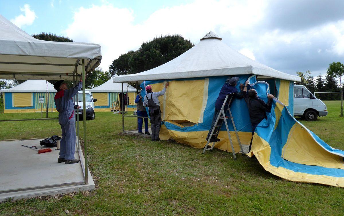 Réparation des tentes préados à la Ferme