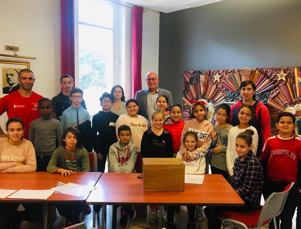 Les élèves de l'école de Crins en visite à la mairie / Photo DDM