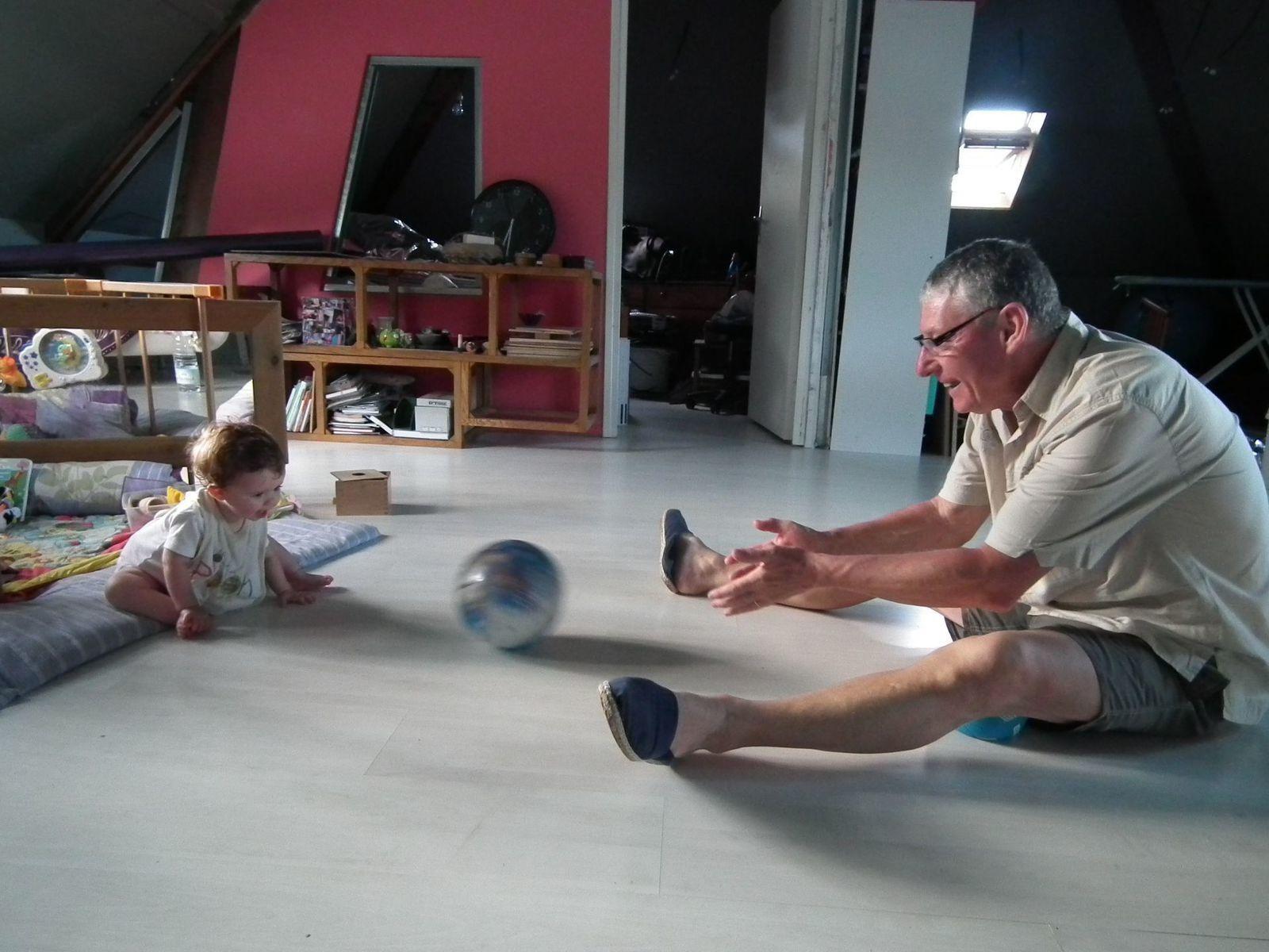 Quand Madonie joue au ballon et pratique le 3/4 pattes