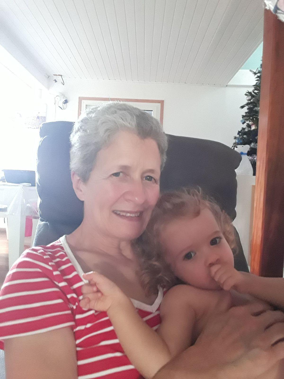 Madonie profite de Papi et Mamie Michel et Michèle