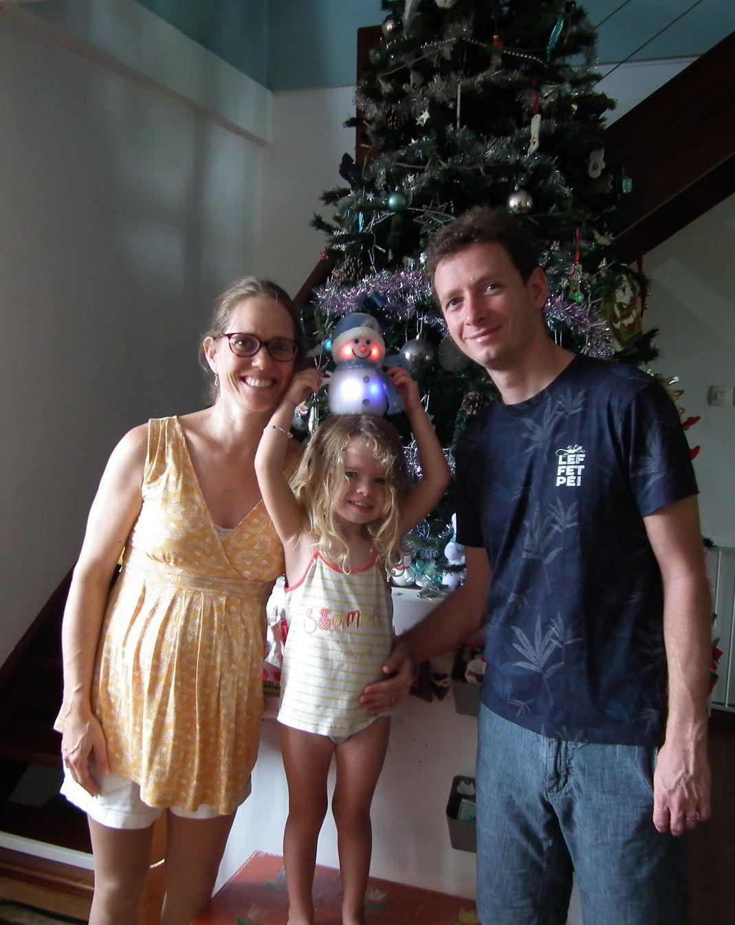 Photos de famille devant le sapin