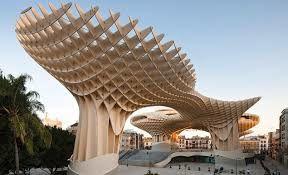 L'architecte Bernard TSCHUMY
