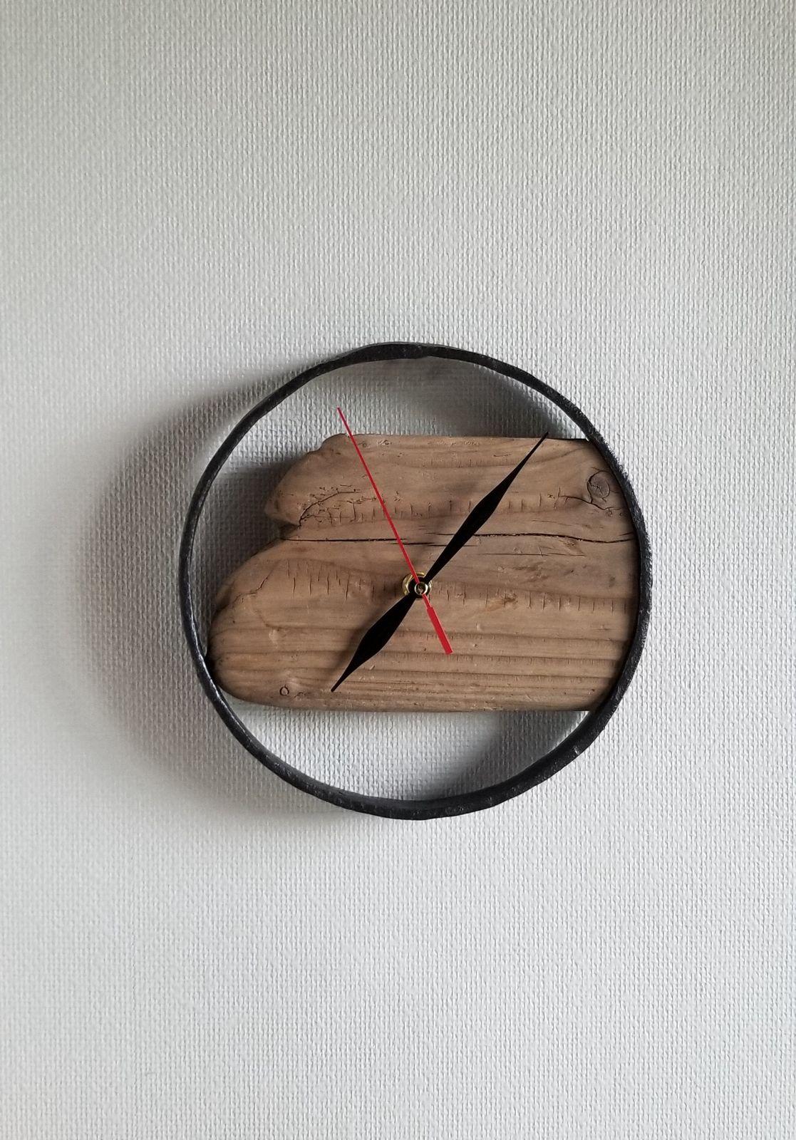 Pendule fer forgé et bois flotté