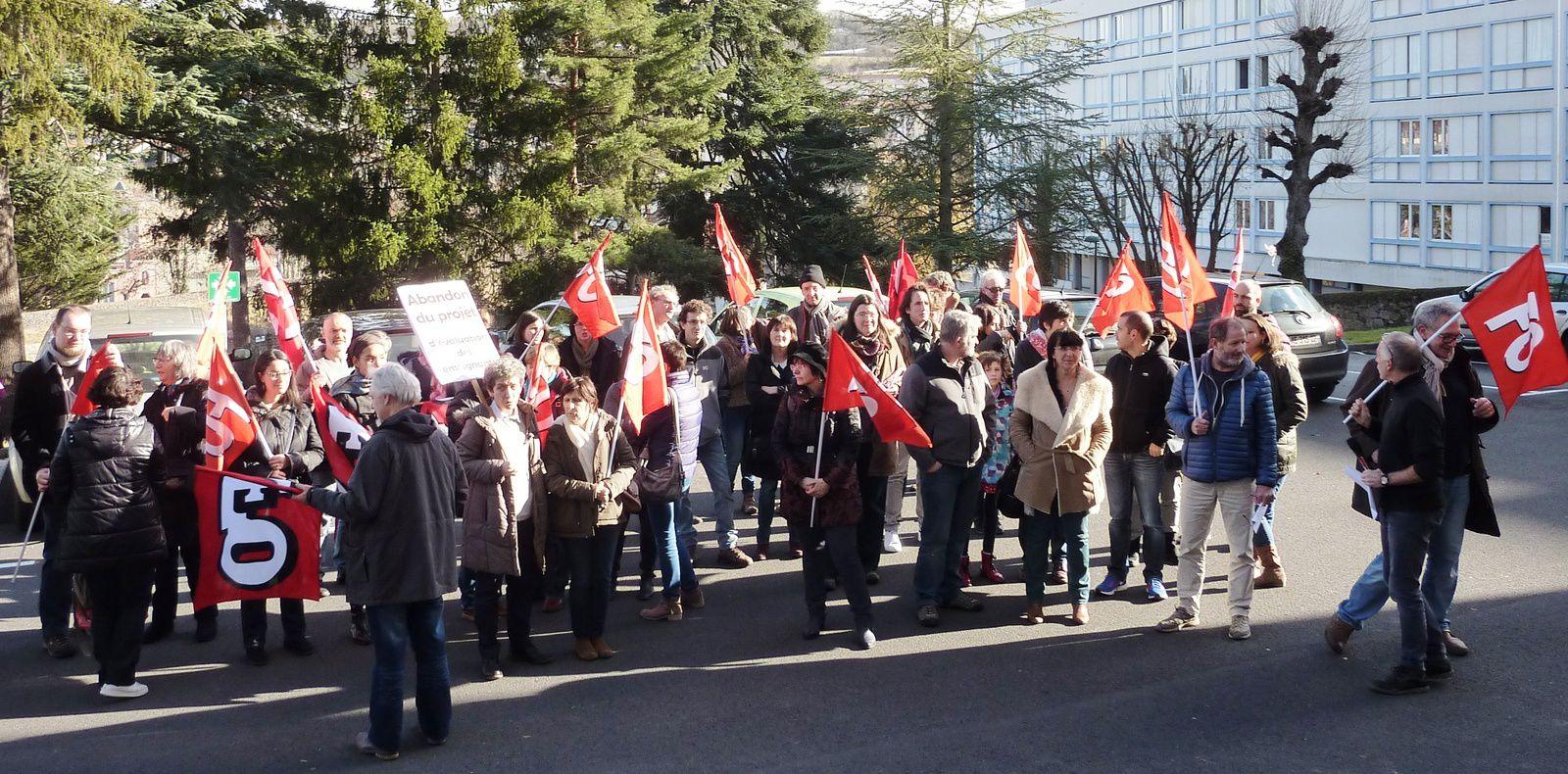 Rassemblement devant l'Inspection académique Contre l'évaluation des enseignants
