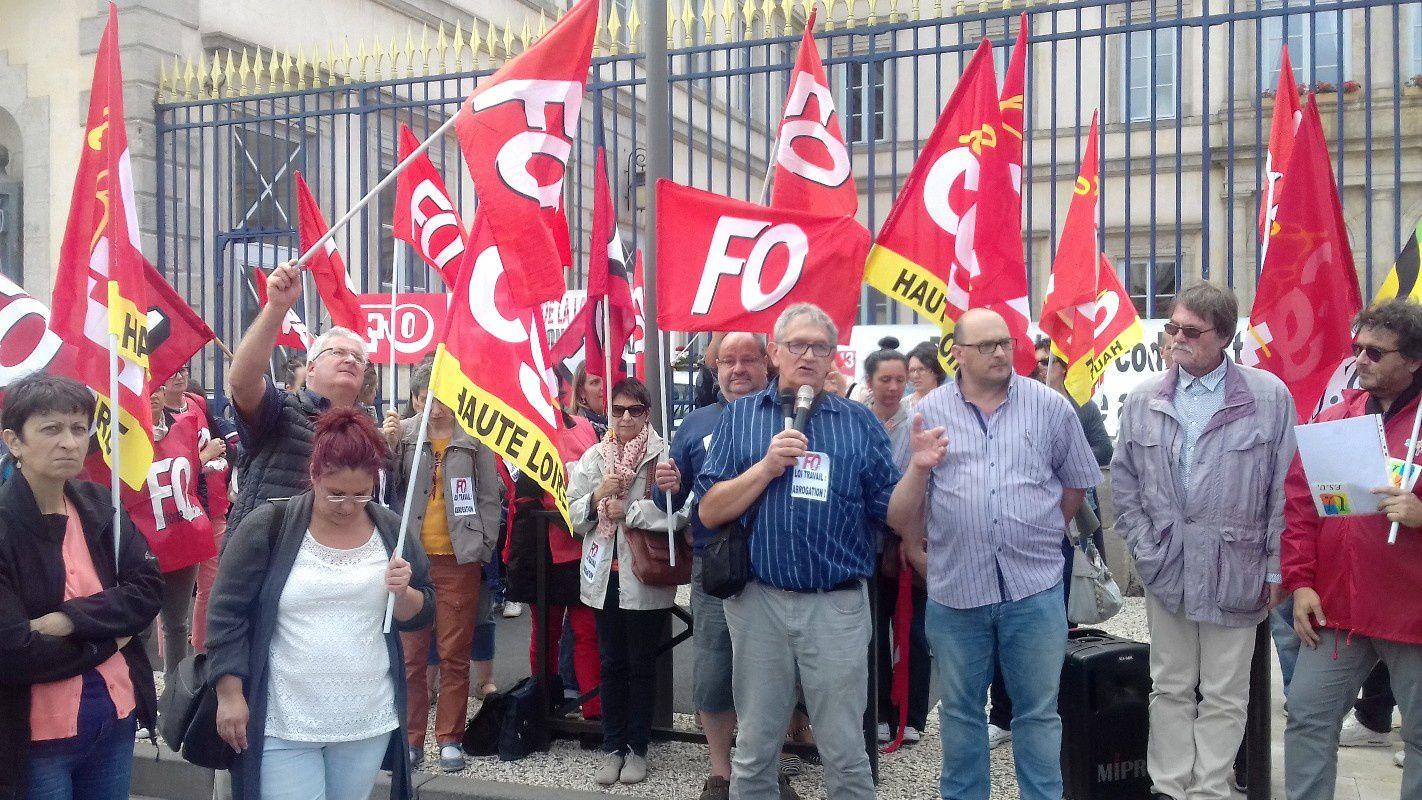 Ordonnances travail : 200 militants rassemblés devant la préfecture du Puy, un avertissement net au gouvernement