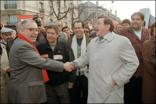 28 novembre 1995 : la poignée de main FO-CGT pour le retrait du plan Juppé contre la Sécurité Sociale