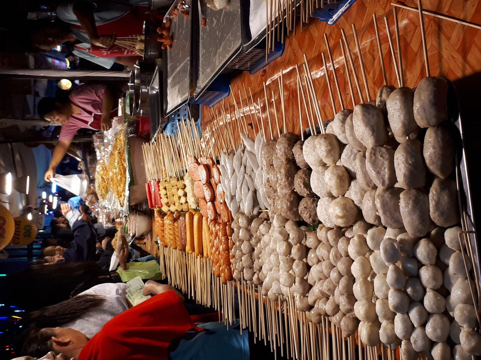marché de nuit / CHIANG RAI / triangle d'or