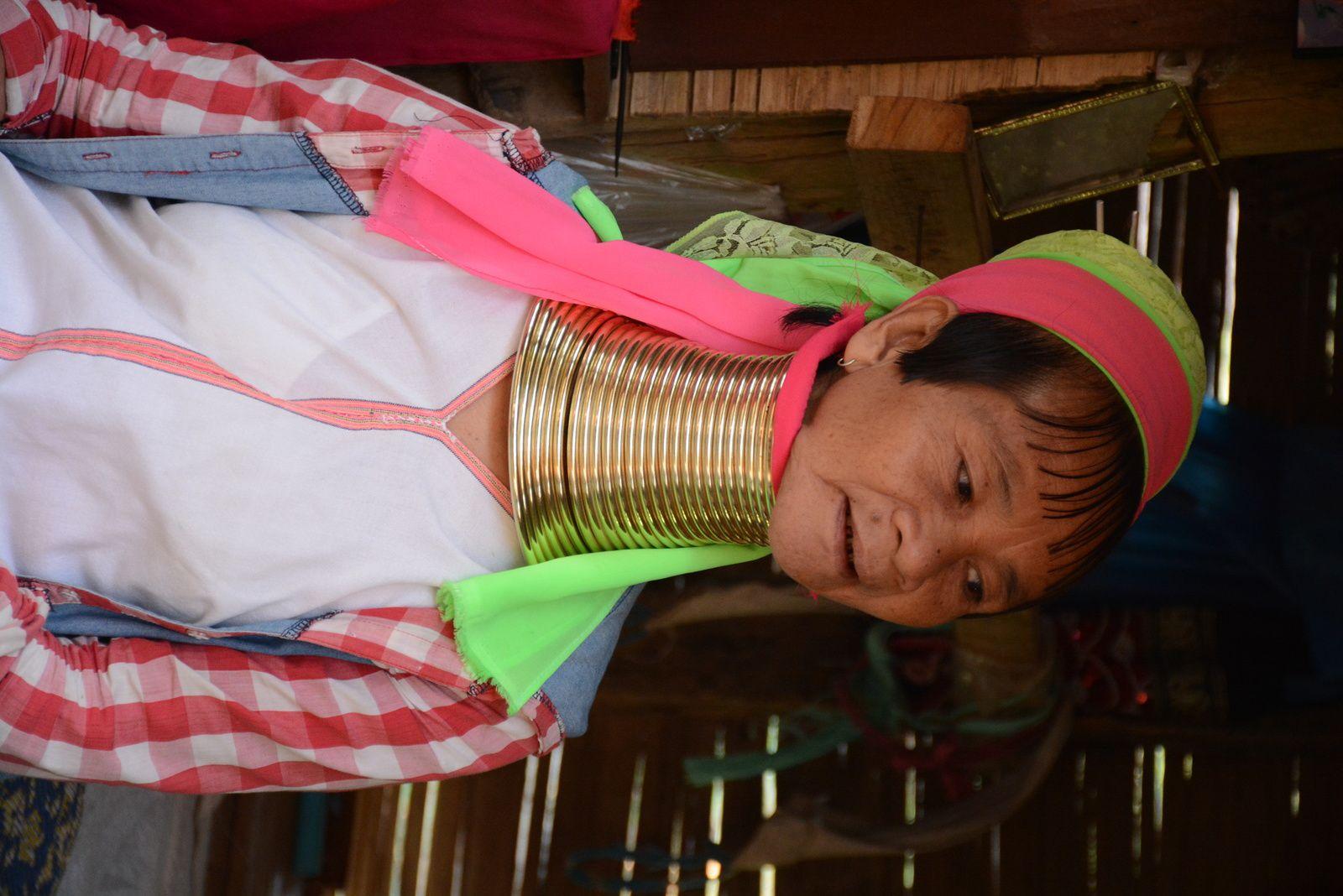 Village des tribus Kayaw