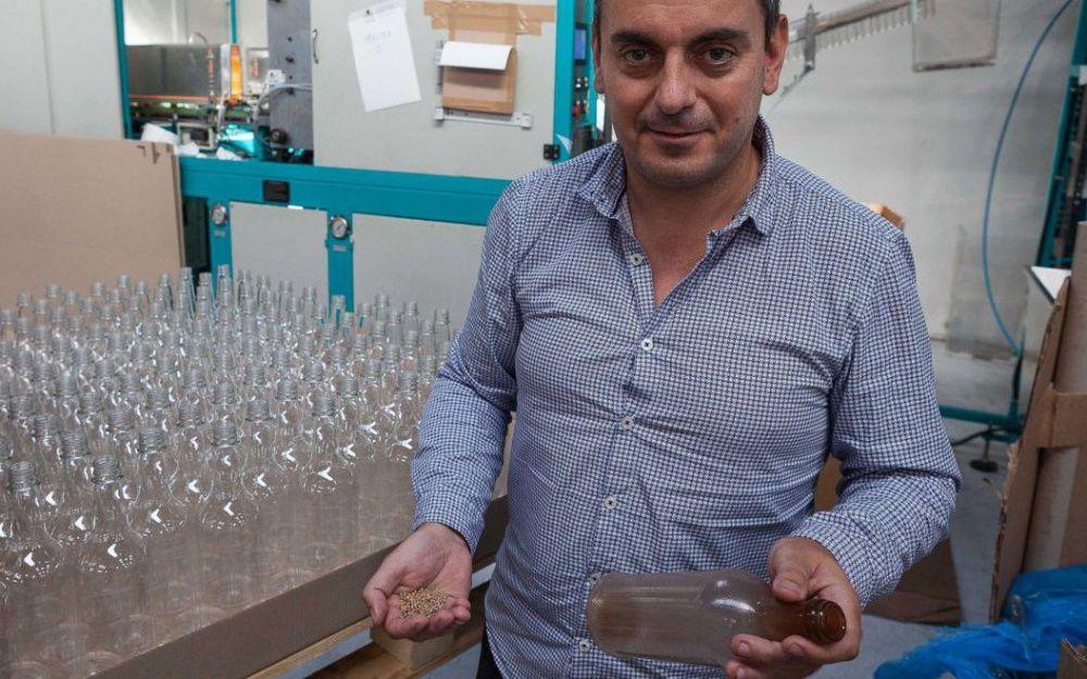 Nicolas Moufflet a développé un plastique végétal, à base de canne à sucre, qui a la faculté d'être recyclé ou de se composter facilement. LP/FABIEN PAILLOT