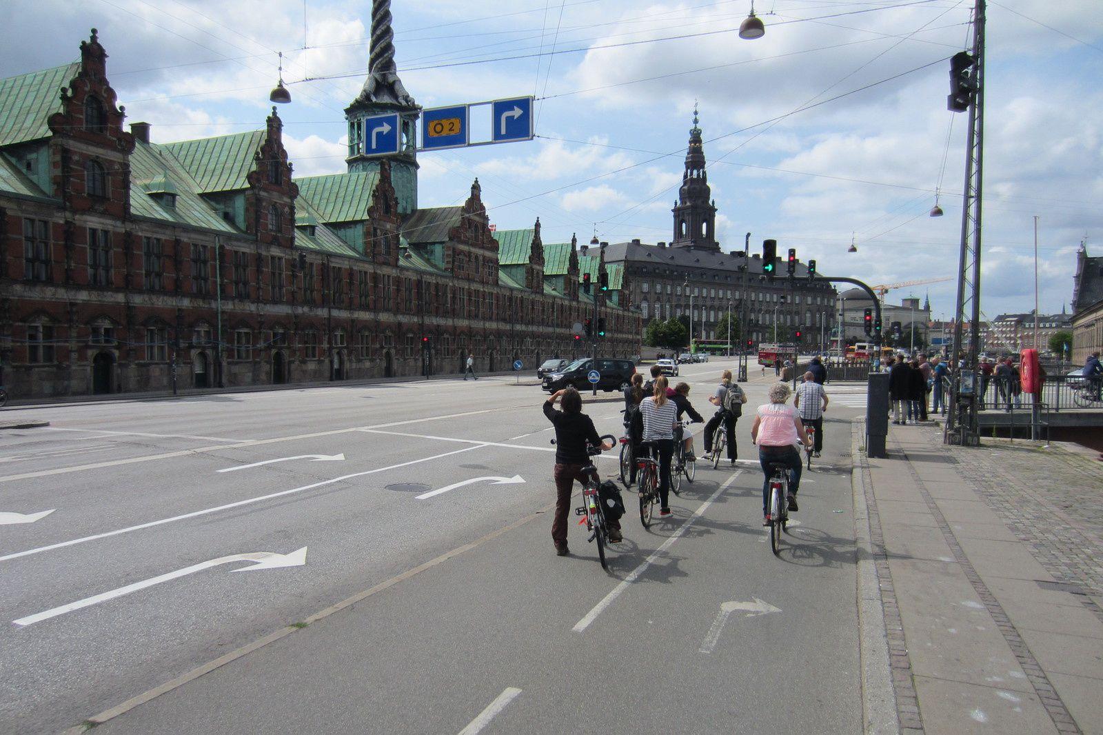 Copenhague,  la capitale européenne du vélo. A quand Paris ? Eh oui quatre fois moins de bagnoles et ça se voit...