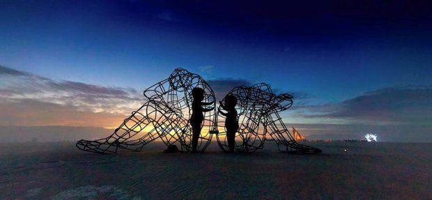 """le """"je"""" ouvre le """"je""""// pour communiquer durable // caresser le vrai //  (haiku des besoins de l'écologie relationnelle)."""