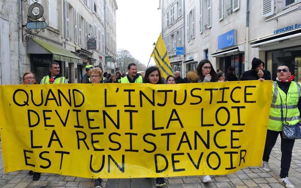 """En effet…""""On ne peut pas s'arrêter à la tyrannie d'une irréductible minorité"""" : les néolibéraux sont extrêmement minoritaires en France, le gouvernement n'a plus de légitimité…cette minorité irréductible doit partir, c'est évidence !"""