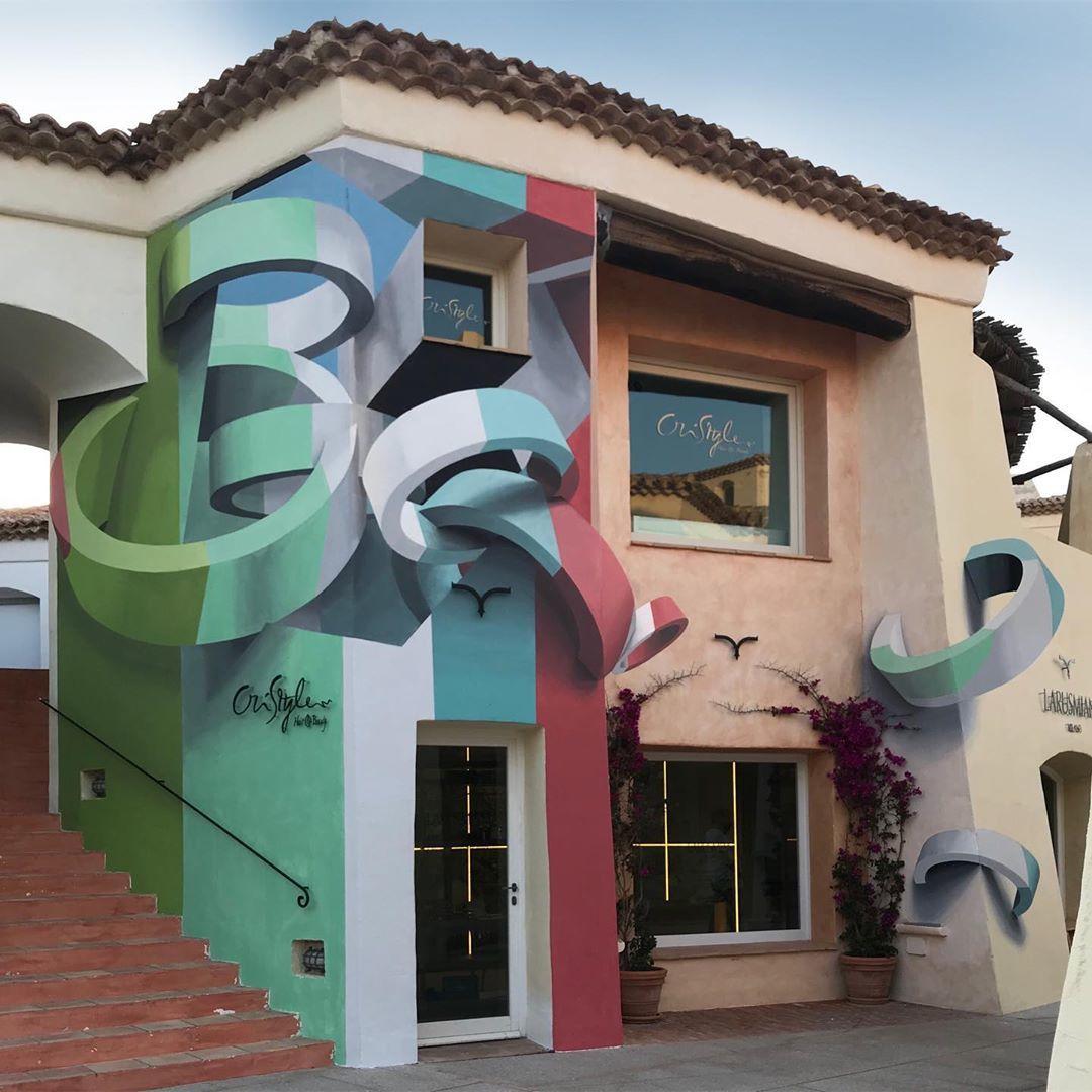 Manuel de Rita, plus connu sous le pseudonyme « Peeta », est un street artiste qui créé des illusions d'optique surprenantes. Il les réalise sur les murs de bâtiments pour donner naissance à des peintures murales 3D...