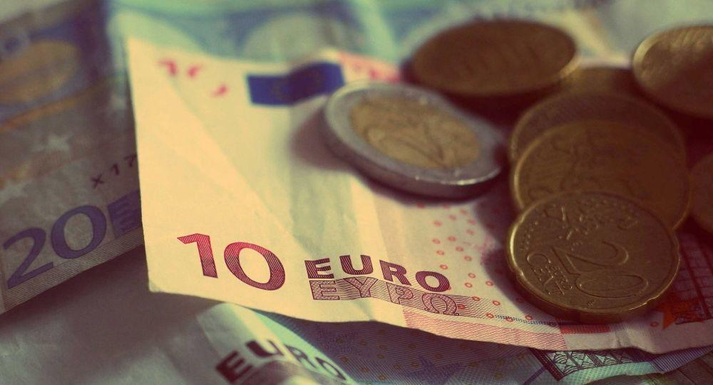 La secrétaire d'État auprès du ministre de l'Économie Agnès Pannier-Runacher a commis une erreur en affirmant que le niveau de la croissance française était l'un des plus élevés de l'Union européenne, rapporte Franceinfo. D'après les statistiques, ce sont près de 15 pays qui devancent l'Hexagone.