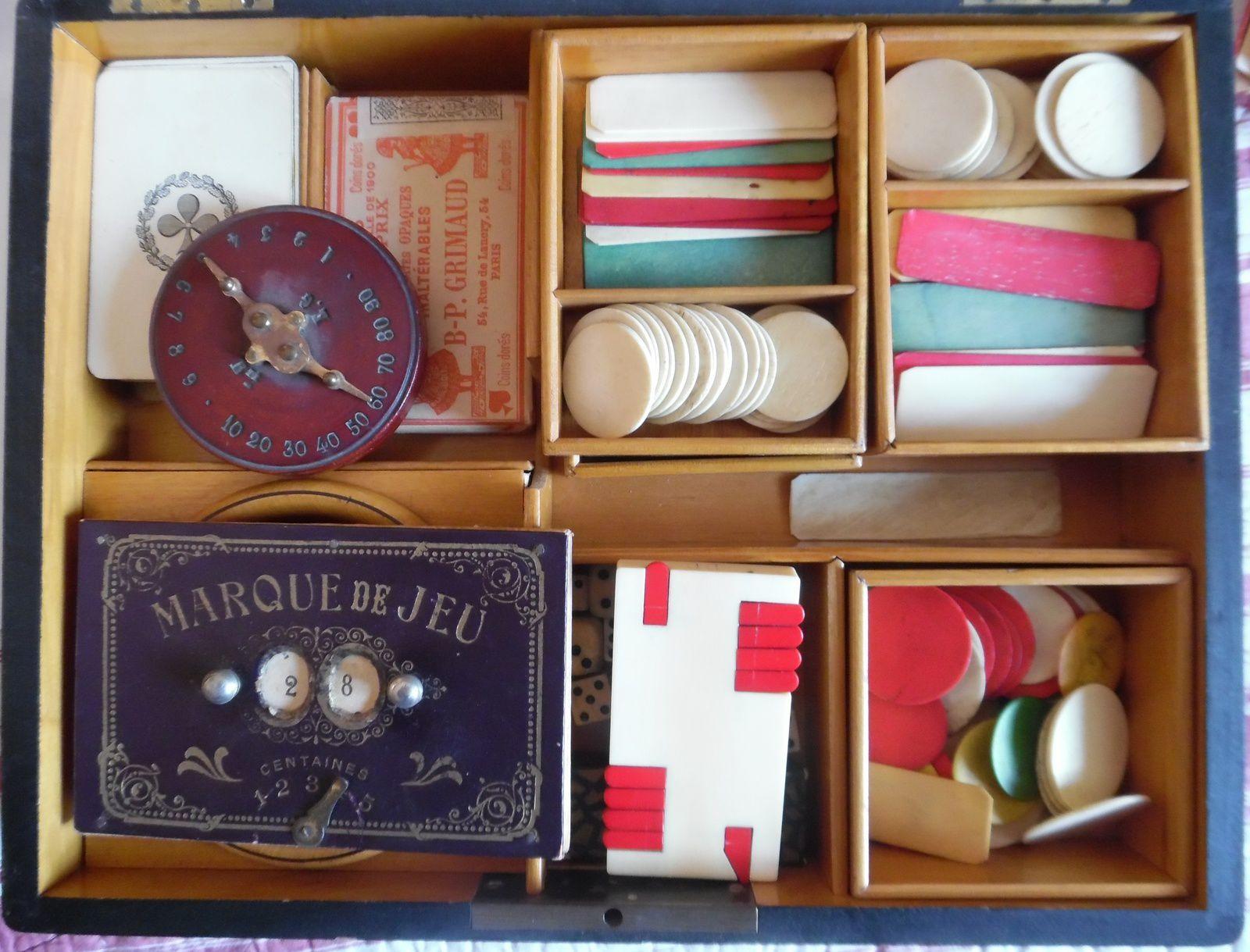 coffrets pour jeux de cartes avec jetons et abaques, fin XIXème