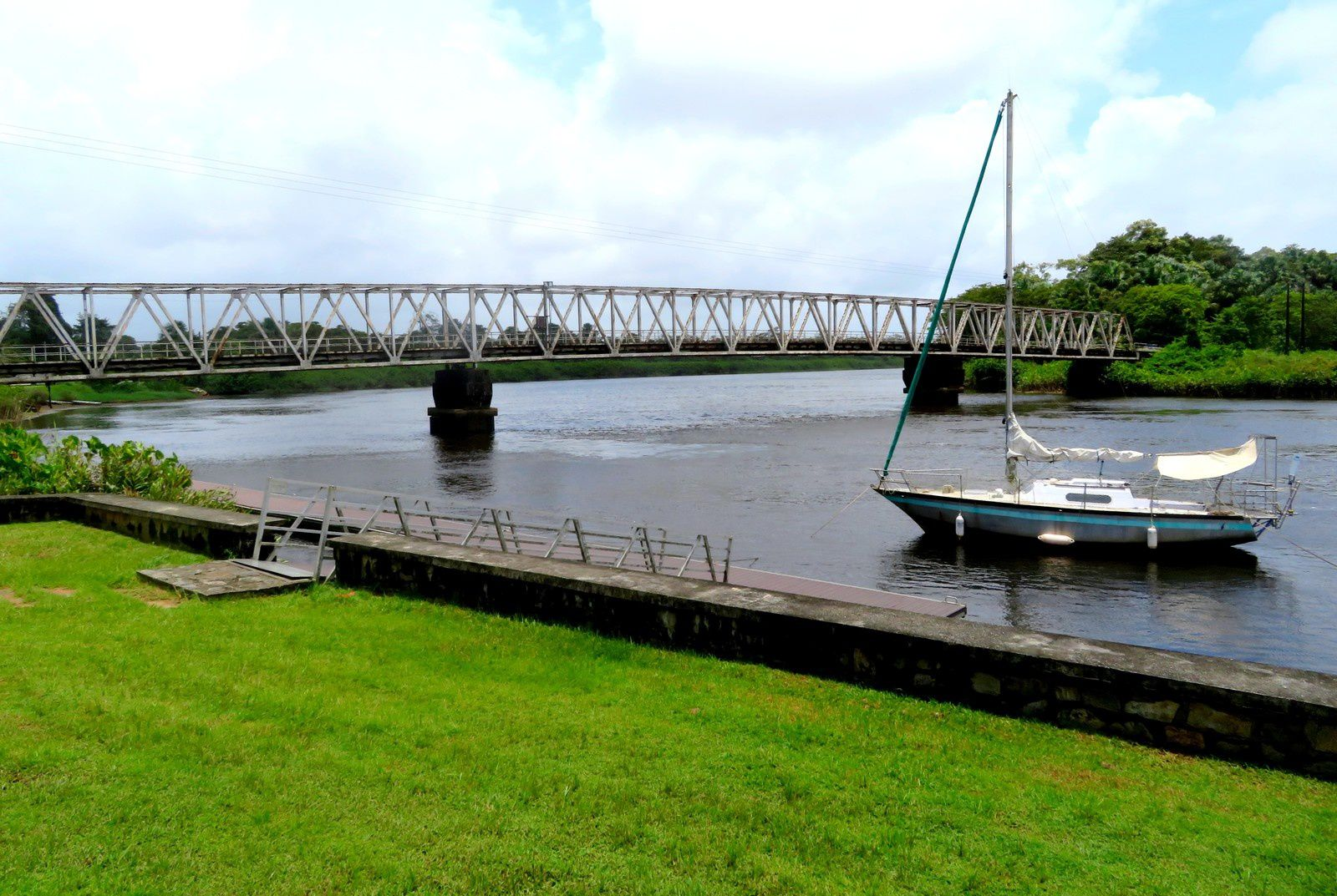 Cayenne: lac Pali, habitation Loyola et le bagne des Annamites