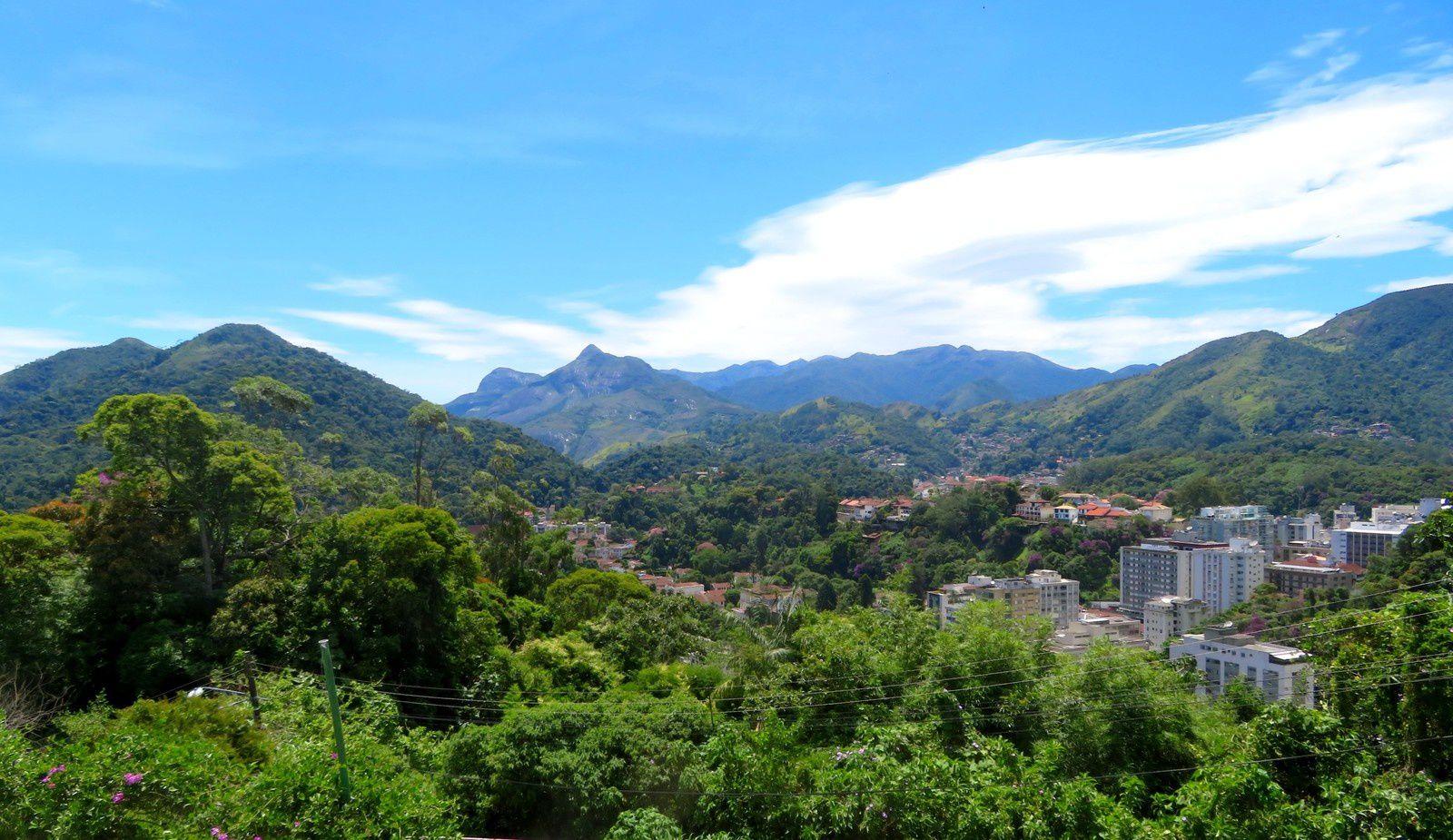 La banlieue carioca, Petropolis et Ilha Grande: famille royale et tortue