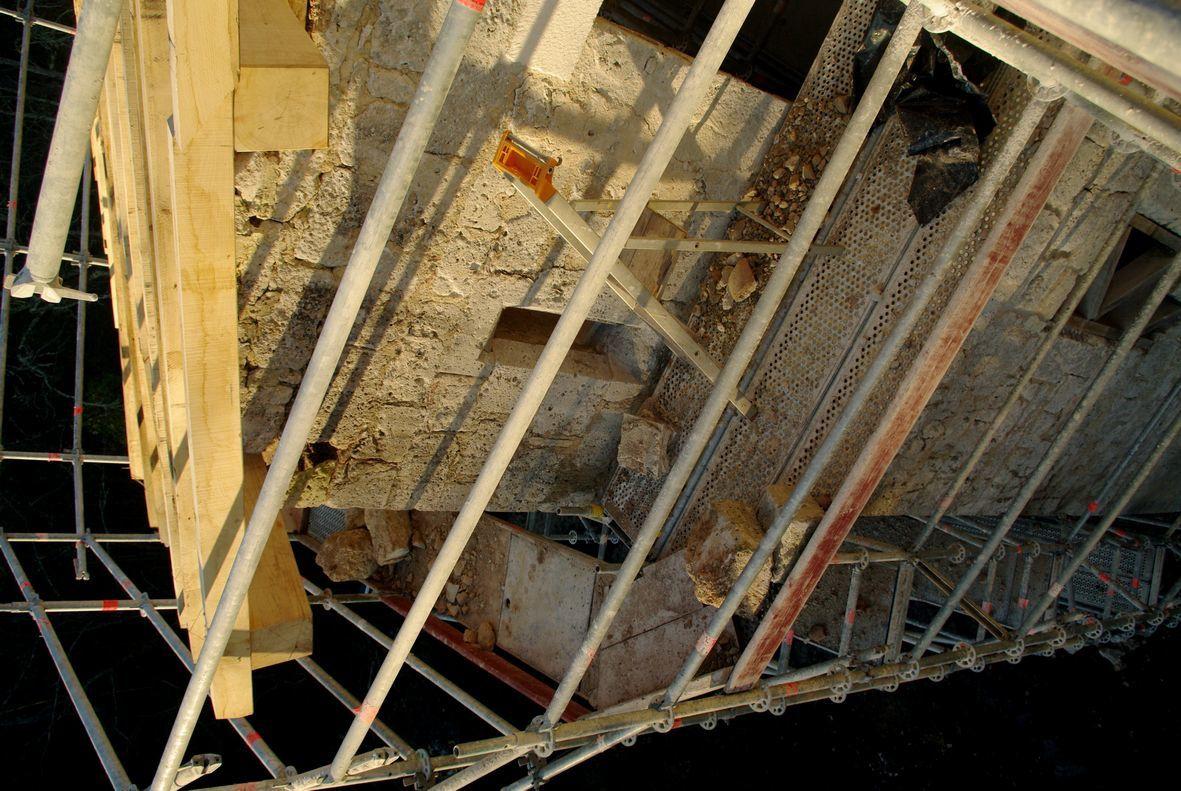 La charpente du logis comprend aussi celle de la tour d'escalier