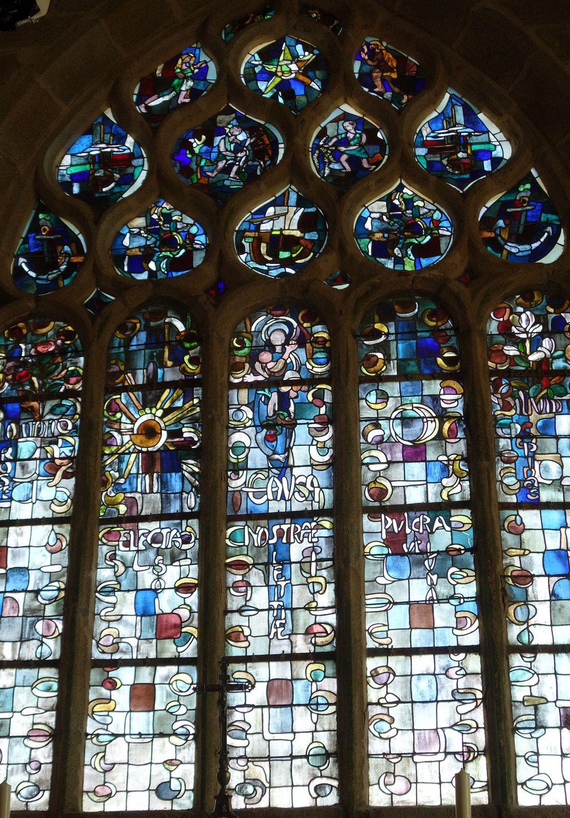 N.-D. de la joie et le Papa Poydenot au pied du Phare d'Eckmühl
