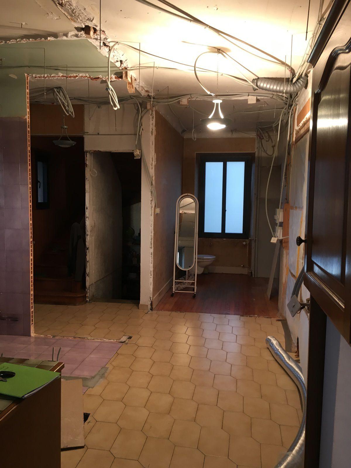 dernier chantier renovation interieurement votre cuisine bains dressing electromenager. Black Bedroom Furniture Sets. Home Design Ideas