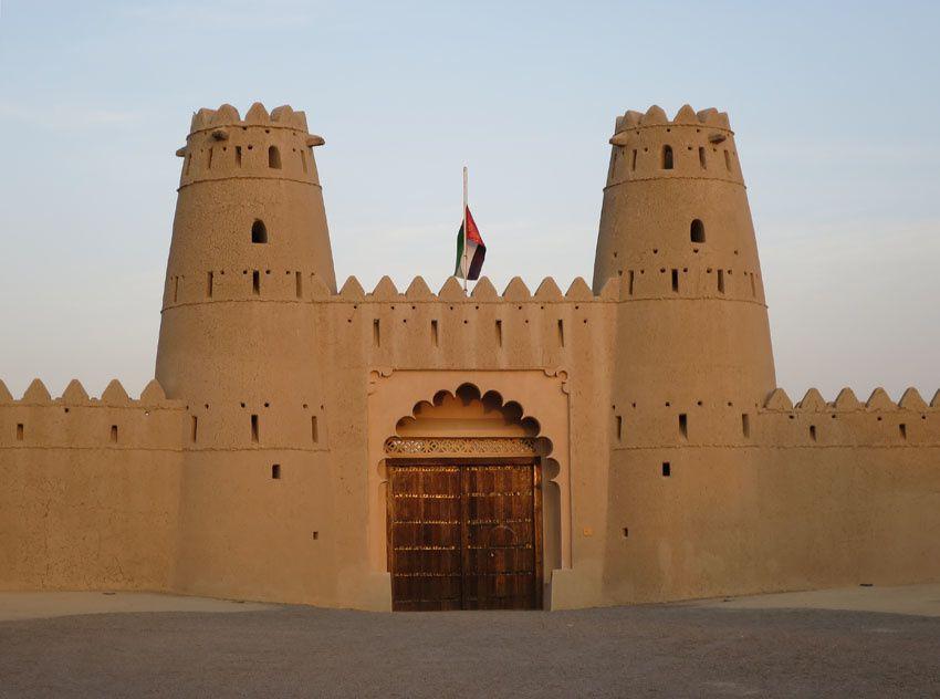 Le Fort Jahili et sa tour de défense à un angle. Ph. Delahaye.