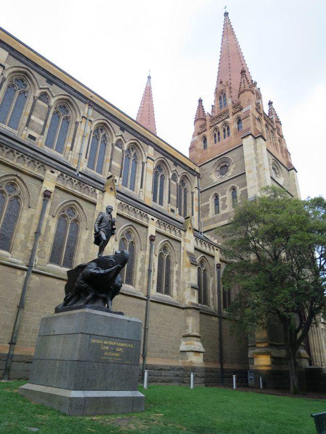Statue de Matthew Flinders érigée devant la cathédrale St Paul en 1923. Ph. Delahaye.