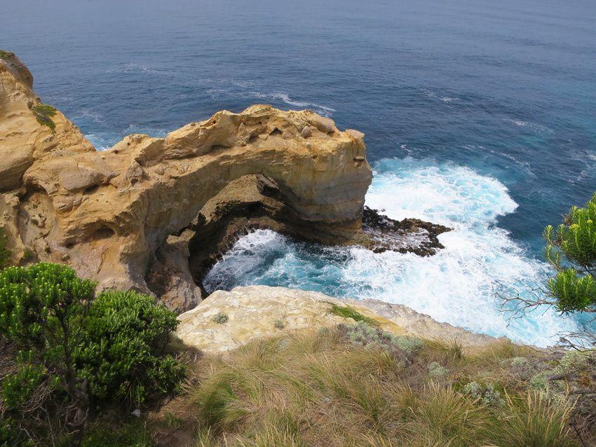 L'Arche agressée par les vagues. Ph. Delahaye.