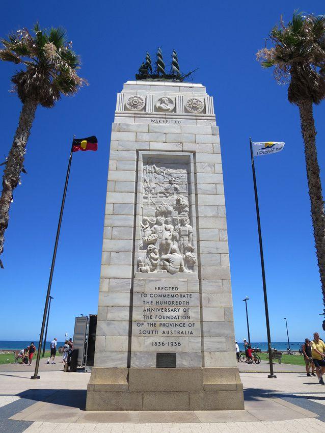Monument commémorant le 100e anniversaire de la création de la Province du Sud. 1836-1936. Ph. Delahaye.