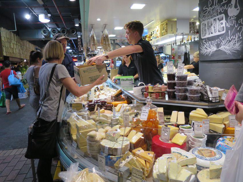 Fruits et... fromages français ! Ph. Delahaye.