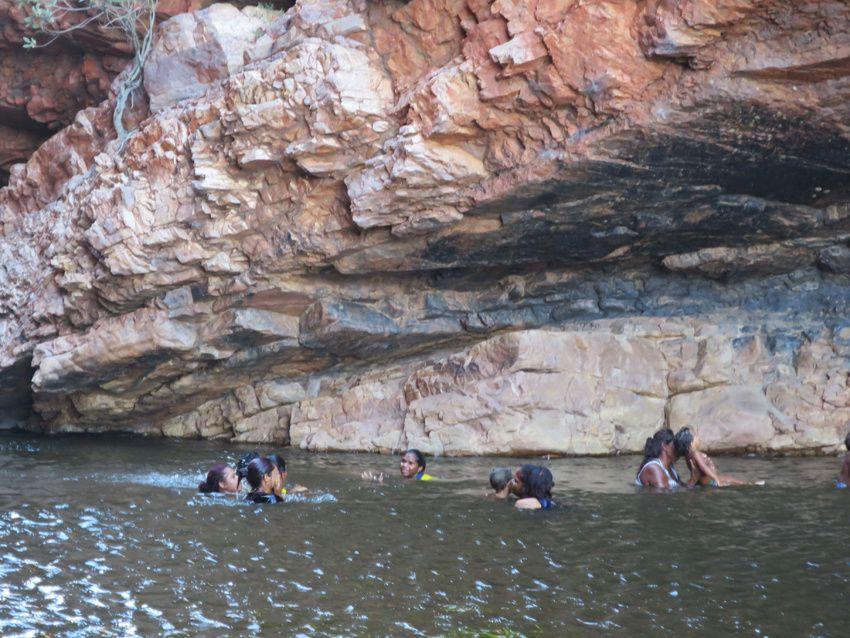 La baignade dans les gorges de Cormiston. Ph. Delahaye.