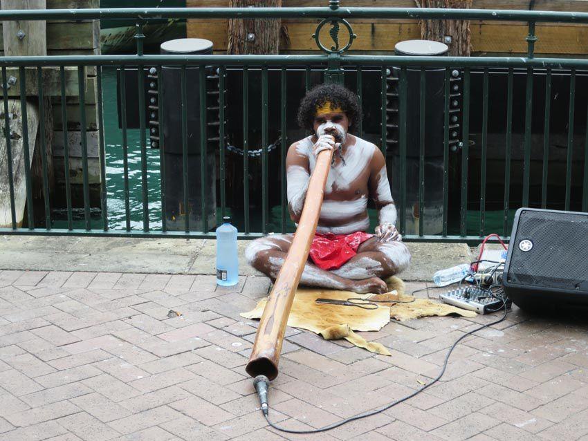 Joueur de didgeridoo. Ph. Delahaye.