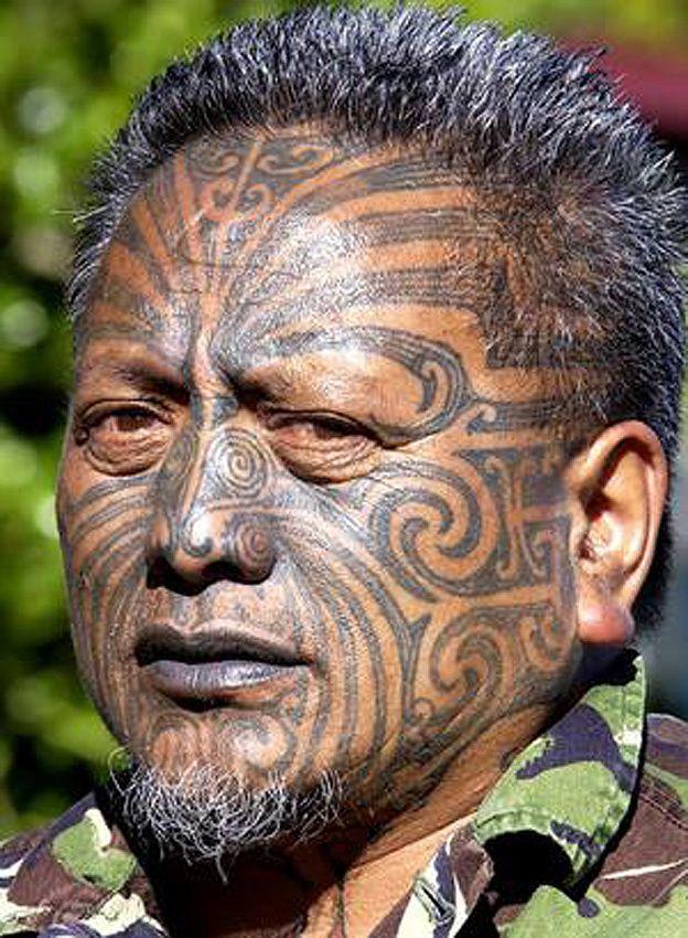 J'ai vu plusieurs personnes avec le visage ainsi tatoué mais je n'ai pas osé les prendre en photo, aussi j'emprunte celle-ci.