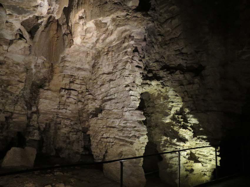 Quelques aperçus de la grotte visitée. Ph. Delahaye. (sauf la première)