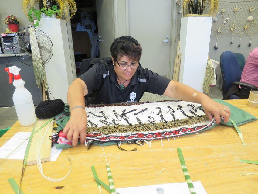 L'atelier de tissage et de couture des vêtements traditionnels. Ph. Delahaye.