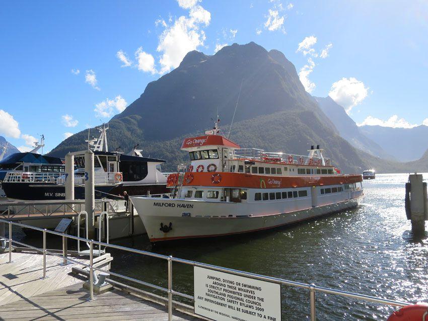 Départ des bateaux de croisière à Milford Sound. Ph. Delahaye.