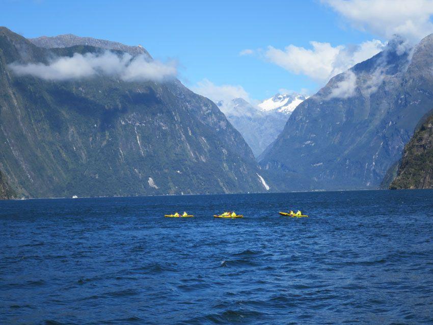 À défaut d'avoir pu photographier les dauphins, voici des kayakistes. Ph. Delahaye.