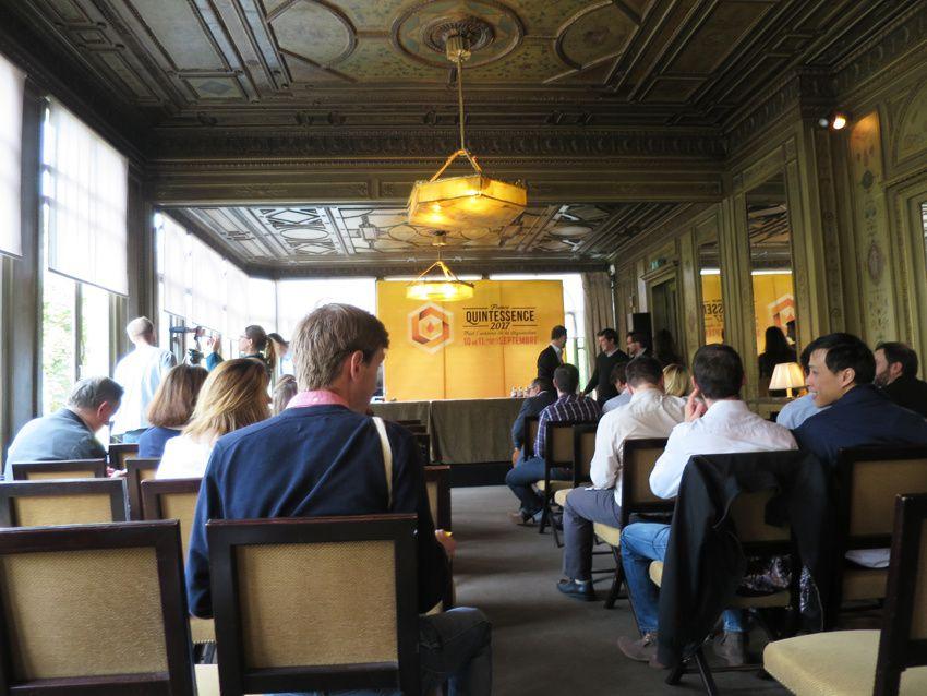 La salle où se sont déroulé les conférences. Ph. Delahaye.