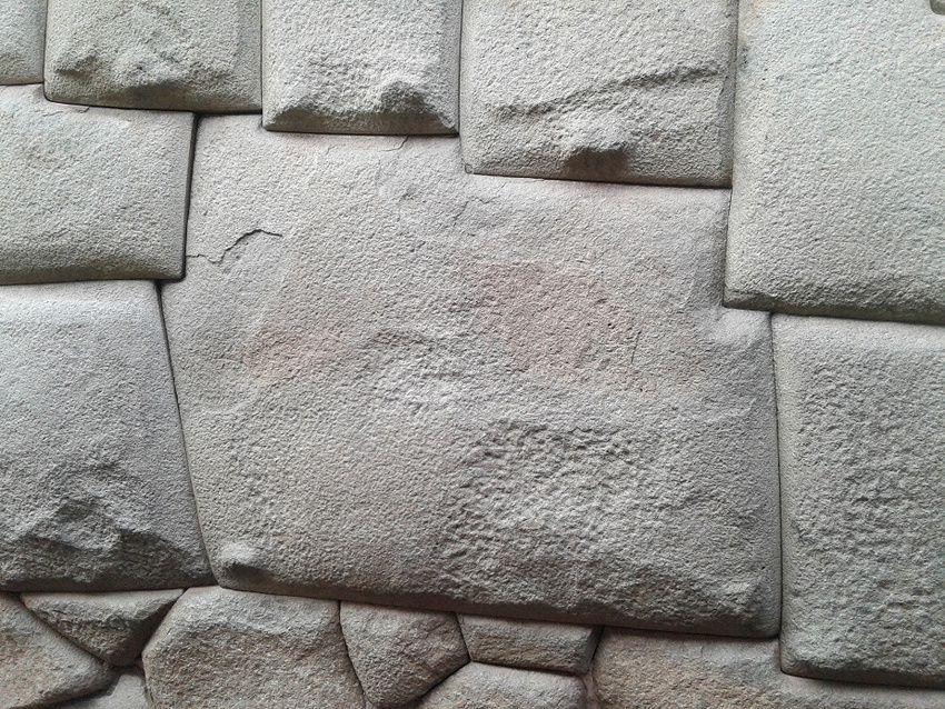 La pierre aux douze angles. Ph. Delahaye.