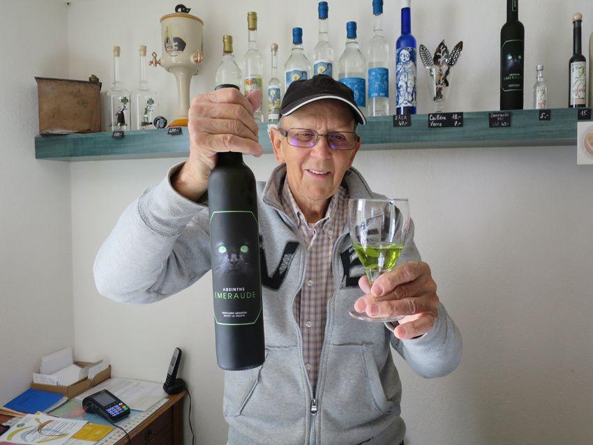 Willy et sa dernière absinthe l'Émeraude, octobre 2017. Ph. Delahaye.